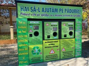 """Premiera la Filipestii de Padure! Copiii din localitate pot recicla acum PET-uri si doze de aluminiu, in schimbul unor monede """"FILIbani"""""""